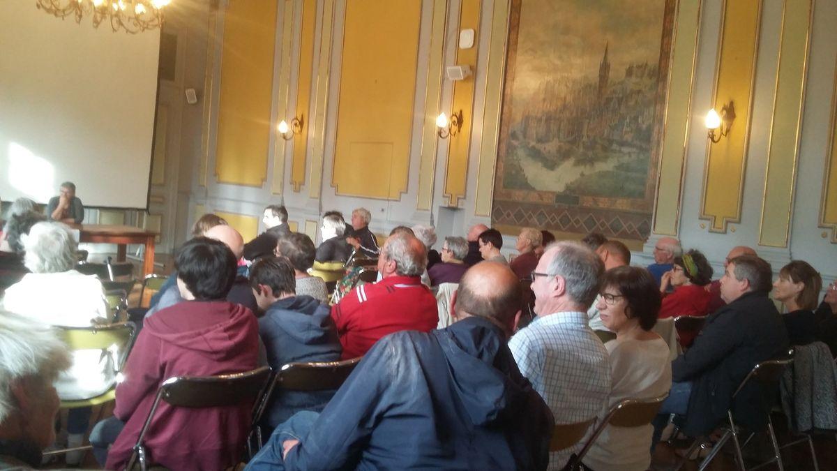 Photos de la réunion publique d'Ismaël Dupont et de Muriel Grimardias et du comité de soutien &quot&#x3B;L'humain au coeur&quot&#x3B; en mairie de Morlaix le mercredi 7 juin (photos Jean-Luc Le Calvez)