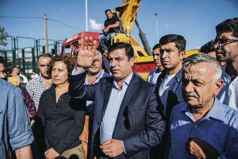 Selahattin Demirtas, le leader du HDP emprisonné par la dictature d'Erdogan, comme Figen Yuksedag