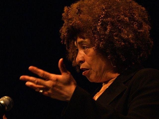 ANGELA DAVIS: YES, I AM A COMMUNIST! Le parcours de cette grande figure révolutionnaire du mouvement noir de libération aux Etats-Unis