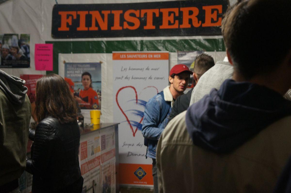 A la fête de l'Huma 2017 sur le stand du PCF Finistère: le reportage photo de Pierre Saint Jalme dans le pays d'utopie où le soleil ne tombe jamais...