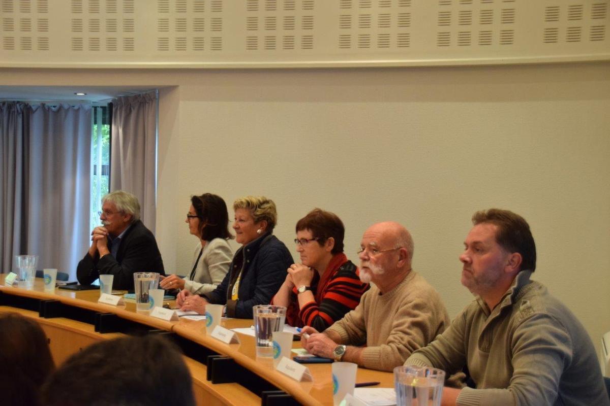 Jean-Luc Fichet était à la table des élus observateurs ce lundi soir