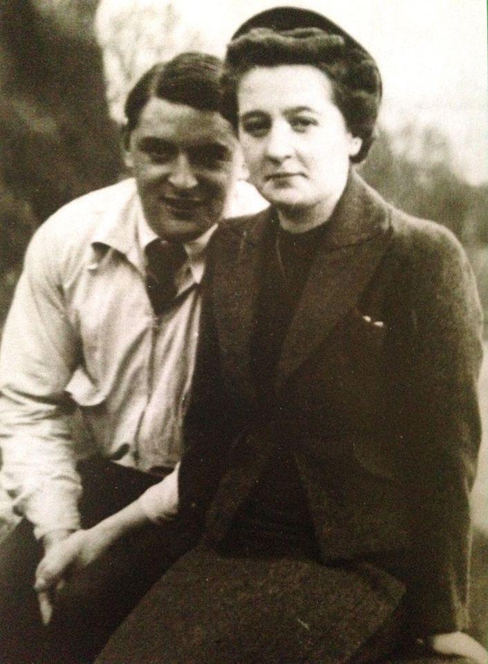 Cécile ROL-TANGUY n'est plus . Elle avait fêté ses 101 ans le 10 avril dernier .  ( Cécile et Henri quelques jours après leur mariage en Bretagne , 17 Avril 1939 ) - Christophe Saulière