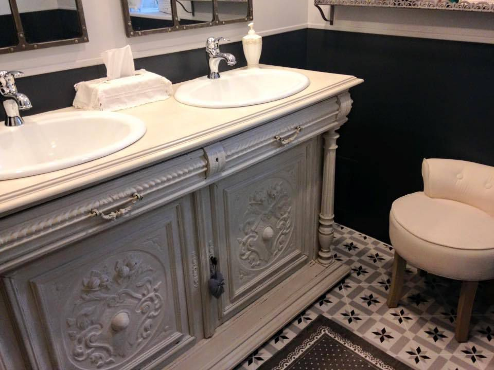 salle de bain r tro avec petites touches indus la maison de blancpatine. Black Bedroom Furniture Sets. Home Design Ideas