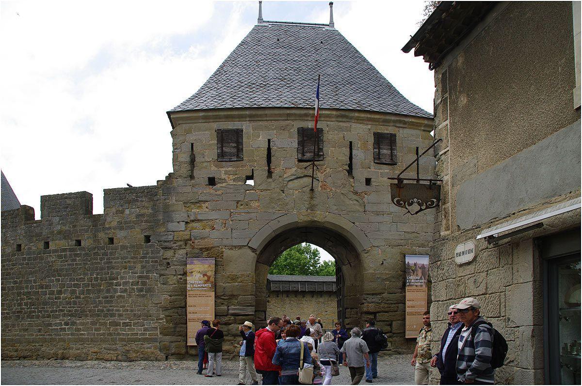 Carcassonne - château Comtal- entrée de la barbacane