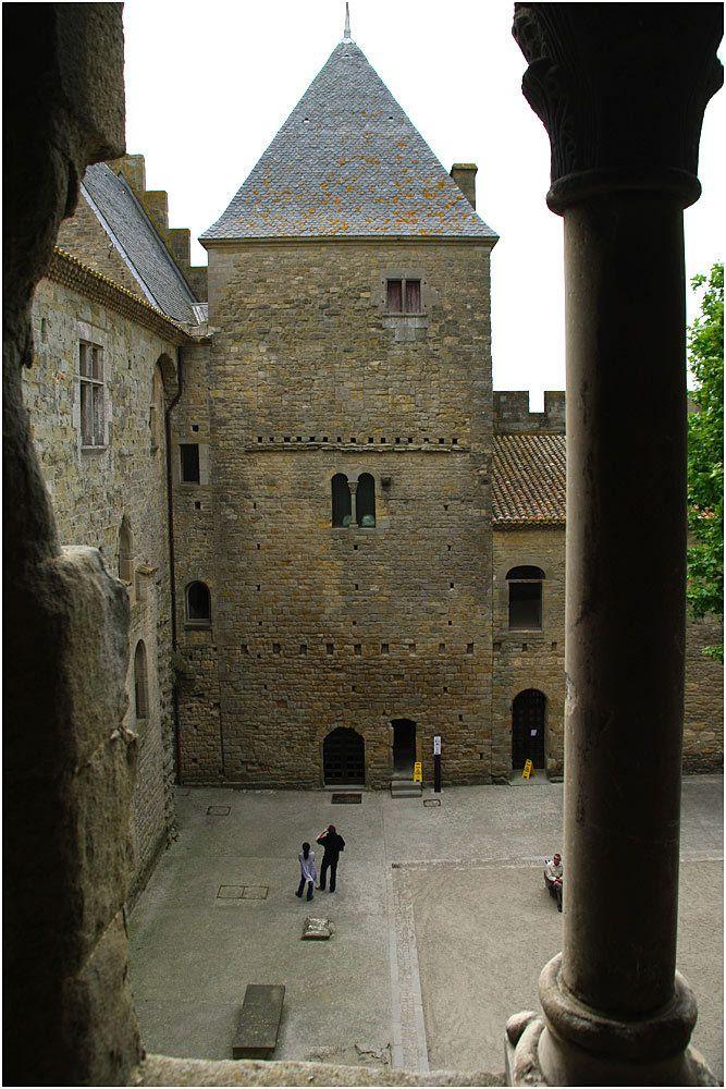 Carcassonne les remparts et le château.