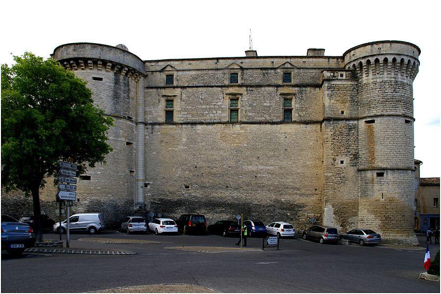 Luberon - village de Gordes - le château