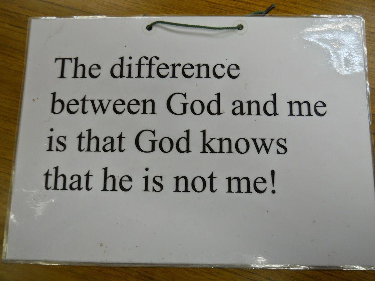 La différence entre Dieu et moi, c'est que Dieu sait qu'il n'est pas moi