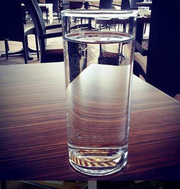 Boire son verre d'eau avec humilité