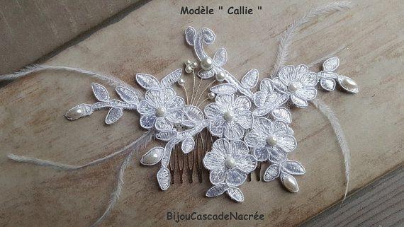 peigne dentelle mariage, Callie , blanc , bijou de cheveux mariée , accessoire  cheveux mariée , fleurs satin plumes perles fait main 18,90E
