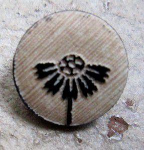 Des boutons en résine, en bois, en métal et en nacre véritable ... des petites pépites ....