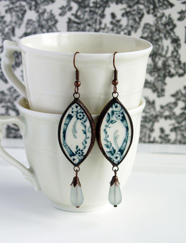 Le travail délicat de Martina, bijoux en porcelaine, petites mises en scène en verre ... et on ne vous montre pas tout ...
