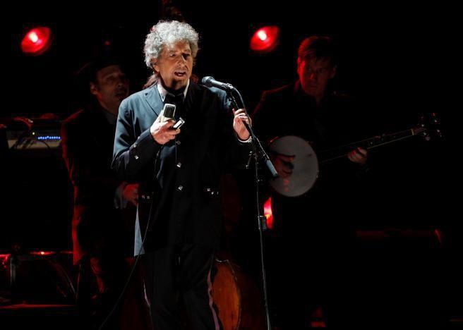 Bob Dylan, poète, musicien reçoit le prix Nobel de littérature...