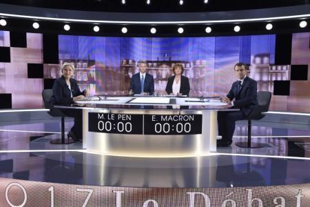 Marine Le Pen entre mimiques et ricanements...