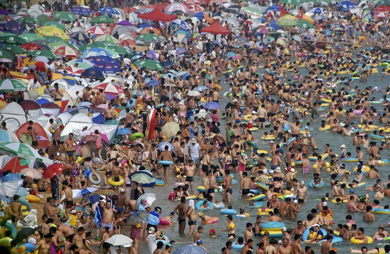 La Côte d'Azur chinoise : une image effrayante du tourisme de masse...