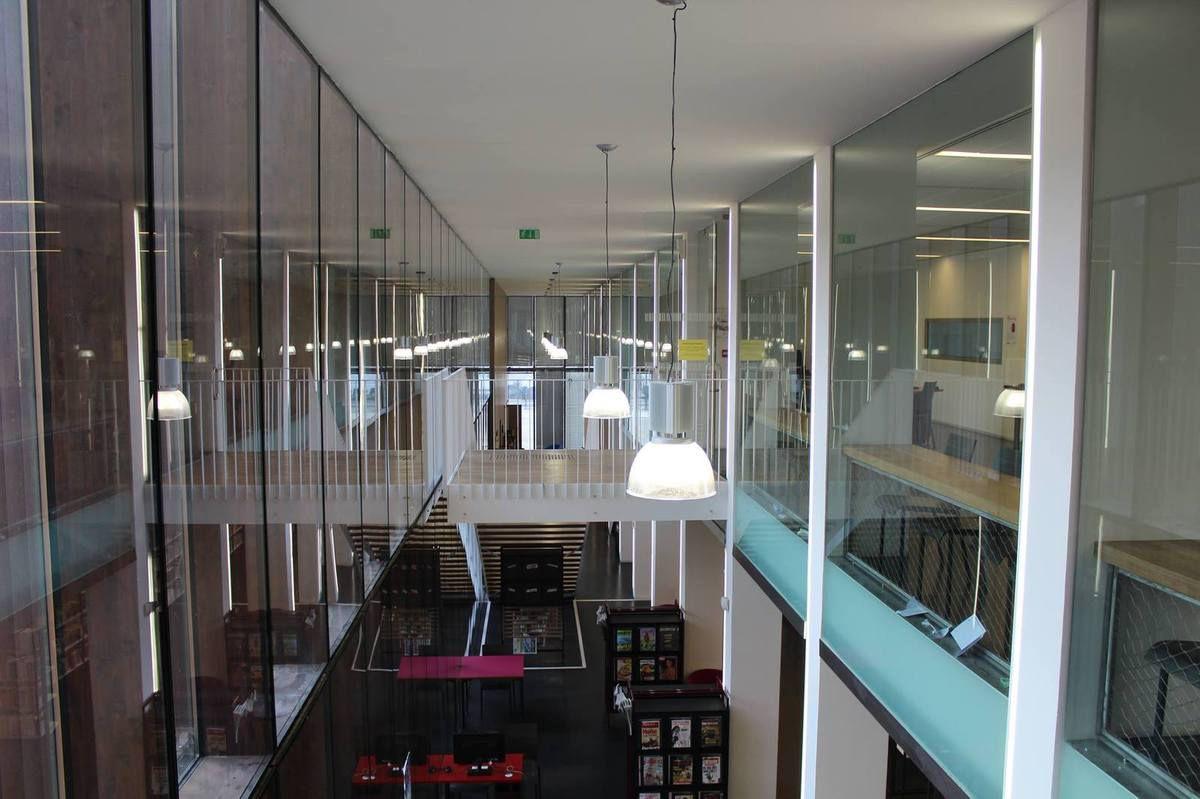 Paris : A la bibliothèque Jacqueline de Romilly, la chaleur est tellement étouffante que même les usagers font des malaises