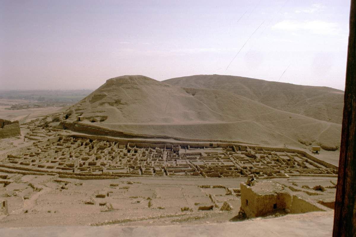 SALLE 5 - VITRINE 6, CÔTÉ SEINE : 27. DE L'ALIMENTATION CARNÉE DES GENS DU PEUPLE ÉGYPTIEN (Première Partie)