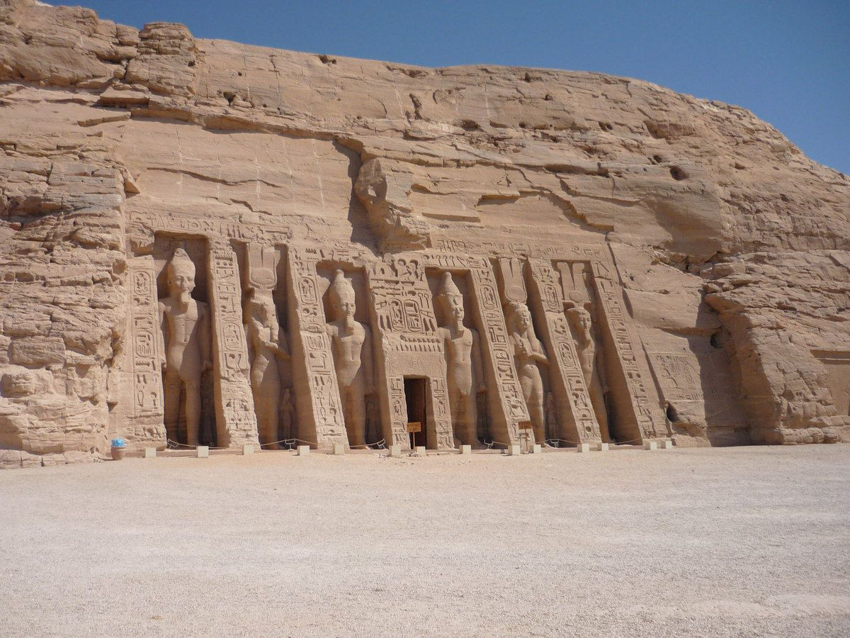 Abou Simbel - Temple d'Hathor - (Wikipedia © Remih)