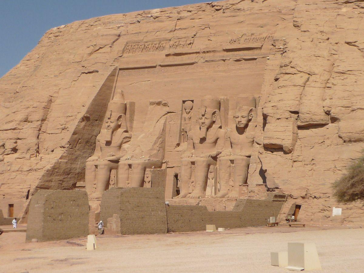 Abou Simbel - Temple de Ramsès II (Wikipedia © Remih)