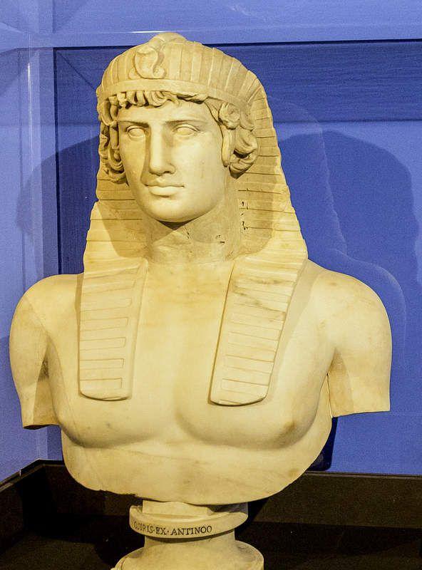 Antinoüs au némès - Louvre Ma 433 - (© Alain Guilleux - Photos Égypte)