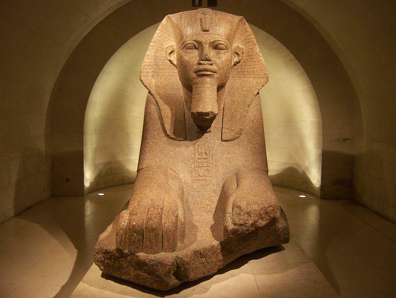 © CJ - (https://fr.wikipedia.org/wiki/Fichier:Louvre_sphinx.jpg)