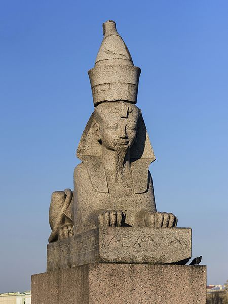 "© Alex ""Florstein"" Fedorov (https://en.wikipedia.org/wiki/Quay_with_Sphinxes#/media/File:Sphinx_at_Universitetskaya_Embankment_(img1).jpg)"
