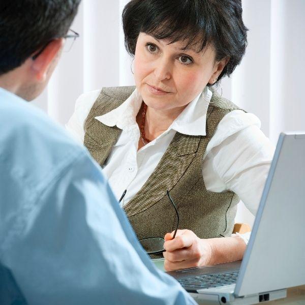 Que puis-je faire contre une collègue qui dénigre mon travail auprès des patients ?