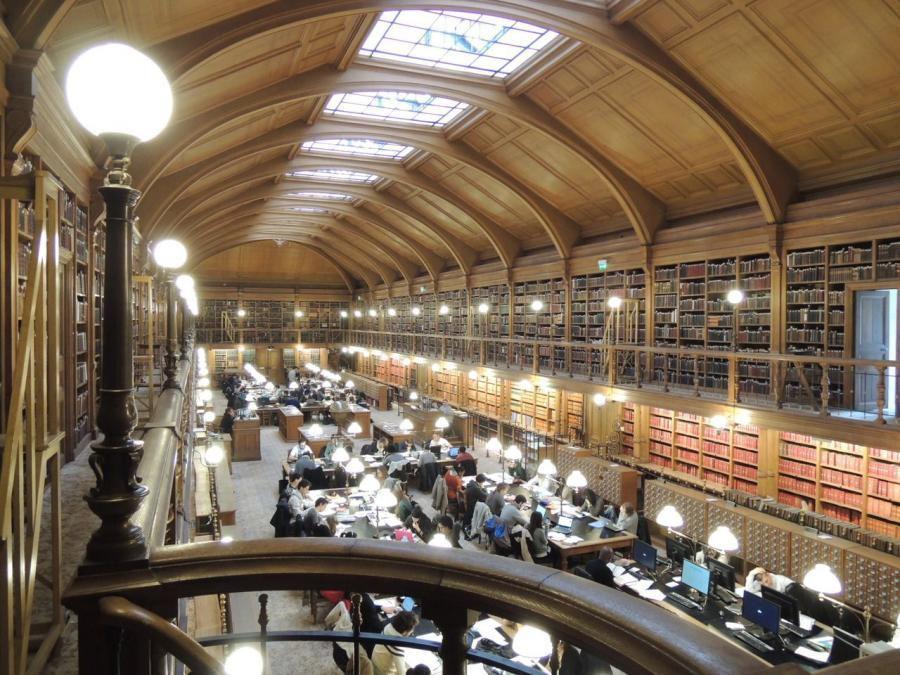 La bibliothèque de l'Hôtel de Ville de Paris rouvre au public après deux mois et demi de fermeture