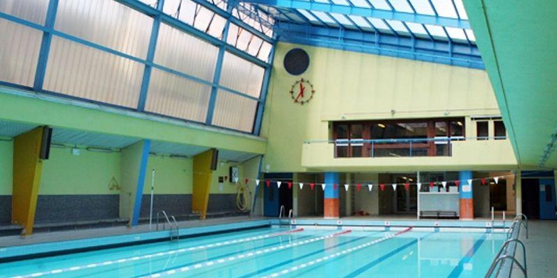 La mort d'un nageur à Paris questionne un syndicat sur la sécurité des piscines municipales