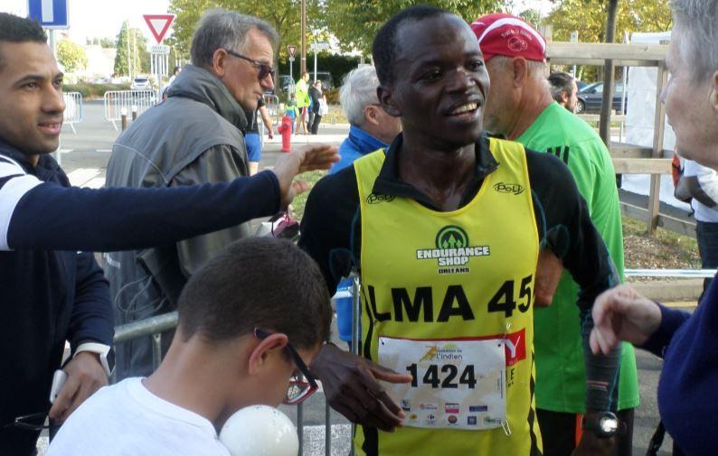 à l'arrivée du semi des courses de l'Indien, sollicité pour une présence au marathon d'Orléans par Michèle Paul, organisatrice.