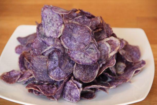 Chips de pomme de terre légères et violettes!