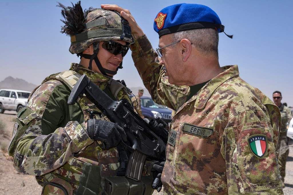 Afghanistan:il Generale di Corpo d'Armata Errico incontra i militari italiani in missione
