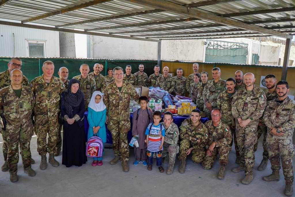 Afghanistan:militari italiani donano materiali orfanotrofio Herat