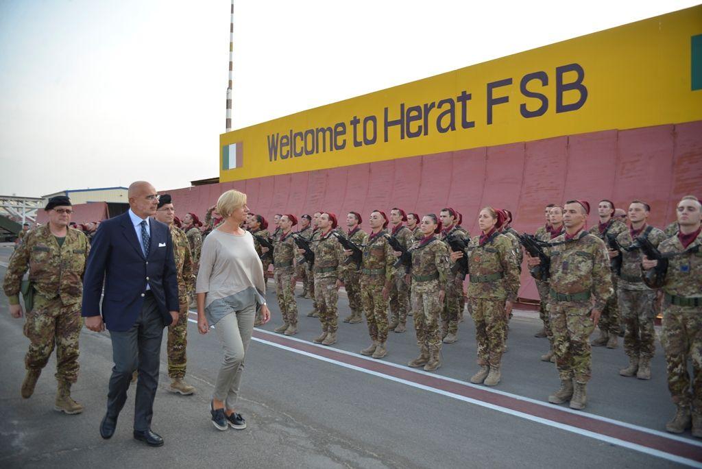 Afghanistan:Ministro Pinotti a militari italiani:&quot&#x3B;Italia orgogliosa di quello che fate&quot&#x3B;