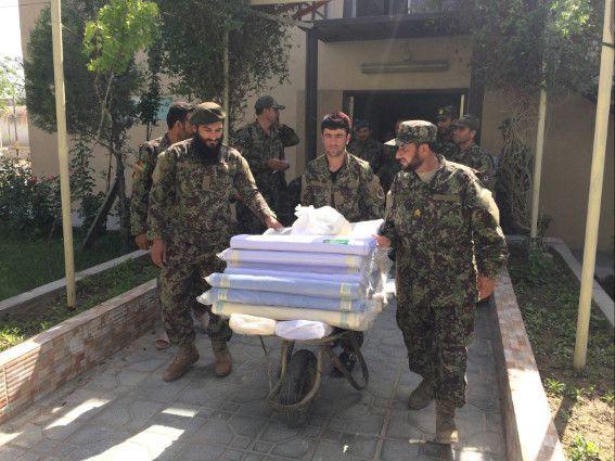Afghanistan:militari italiani donano stoffe a carcere di Parwan