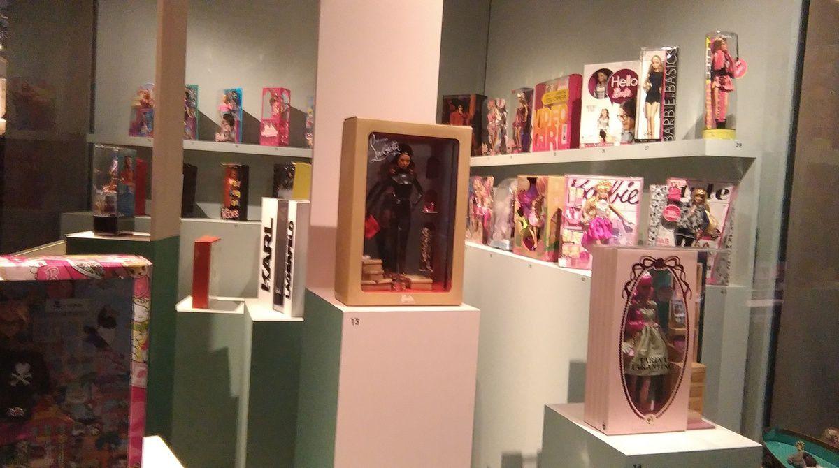 Les boîtes dans lesquelles ont été et sont vendues les Barbies et ses amis