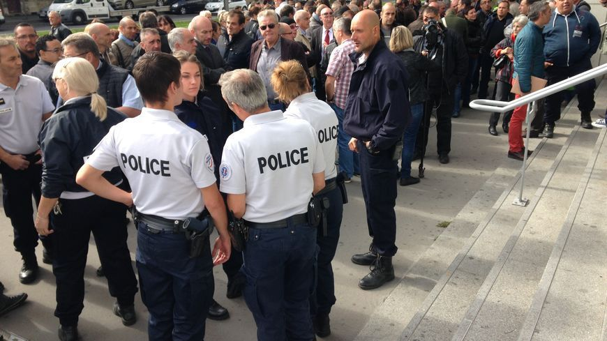 Divers faits locaux le blog du c l a p33 for Hotel de police
