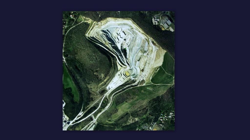Vue aérienne de la carrière, source : La Lettre Blanche du Musée du Plâtre