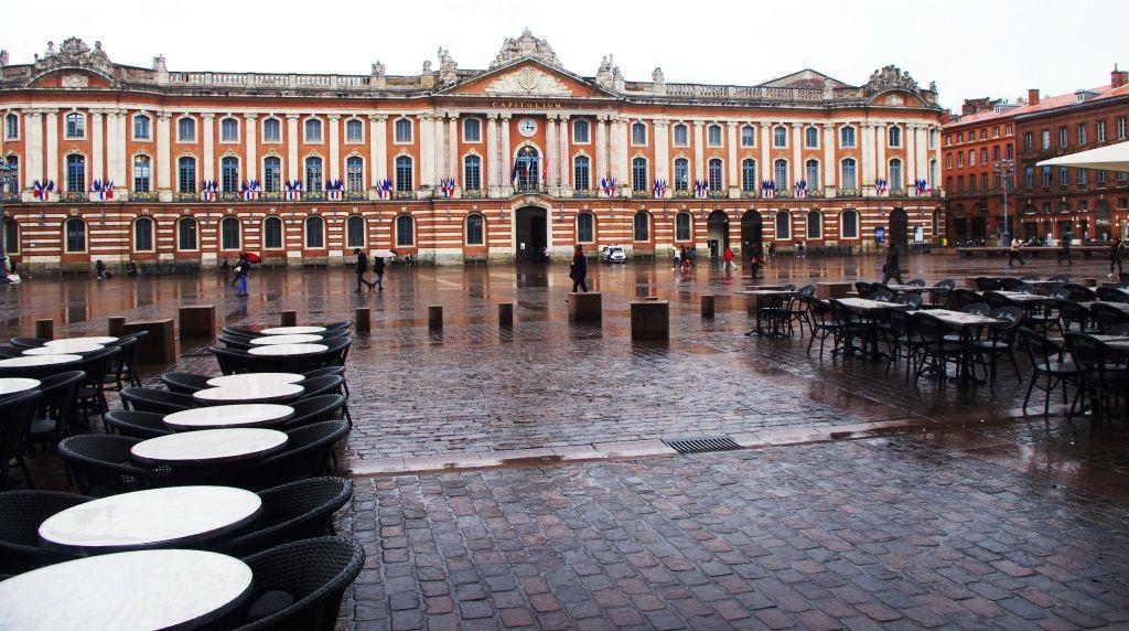 La place du Capitole, un jour de pluie, malheueusement.
