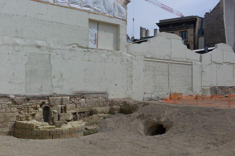 Les dernières découvertes de l'enceinte Philippe-Auguste lors de fouilles préventives à la construction de l'auditorium de l'Institut de France 75006 Paris