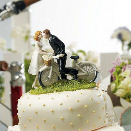 la figurine gateau couple à velo