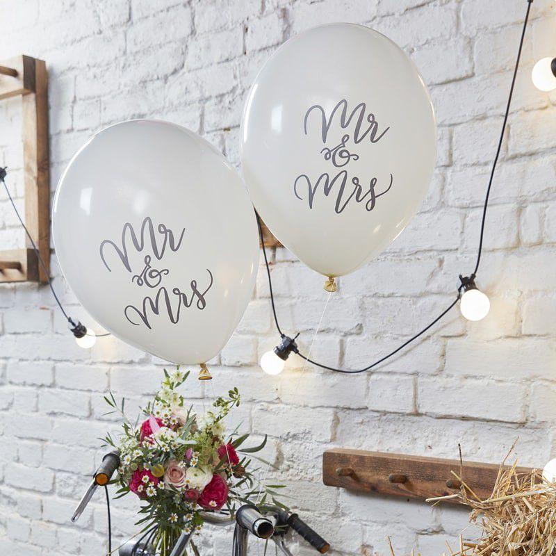 Une décoration de mariage Mr &amp&#x3B; Mrs