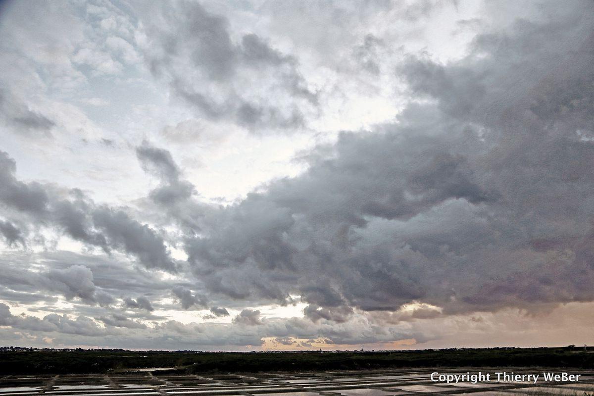 Les ciels dans les marais-salants de la Presqu'Ile Guérandaise