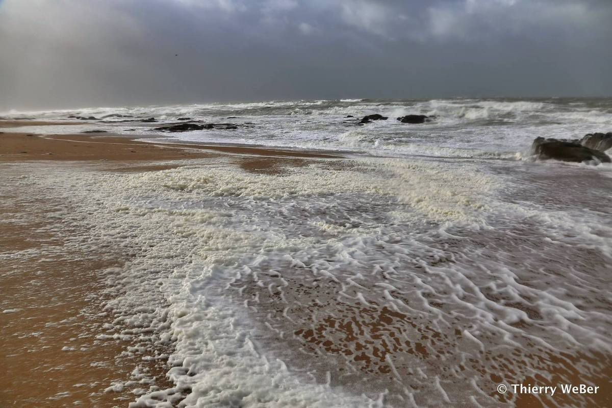 Quand arrive la tempête sur les plages de La Turballe