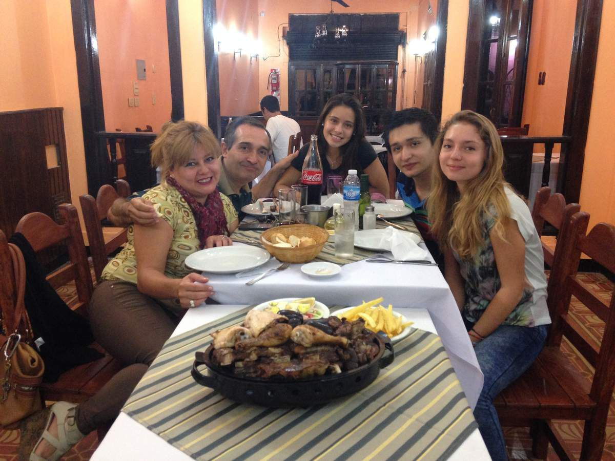 bon repas en famille au restaurant my travel in argentina. Black Bedroom Furniture Sets. Home Design Ideas