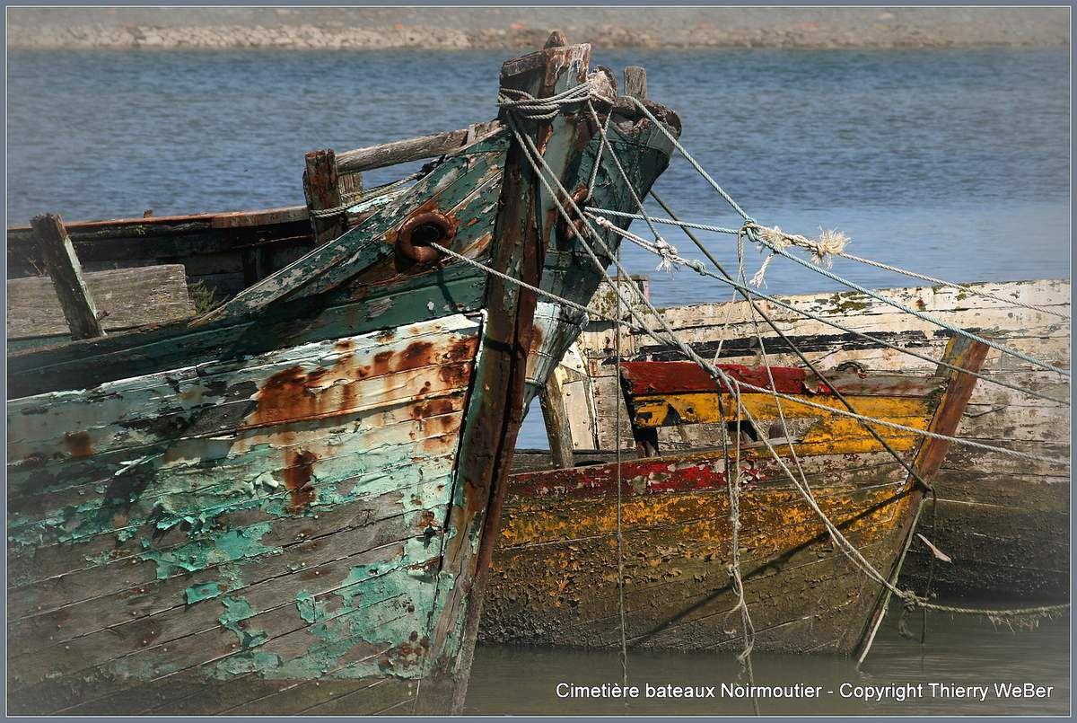 Cimetière de bateaux dans le port de Noirmoutier