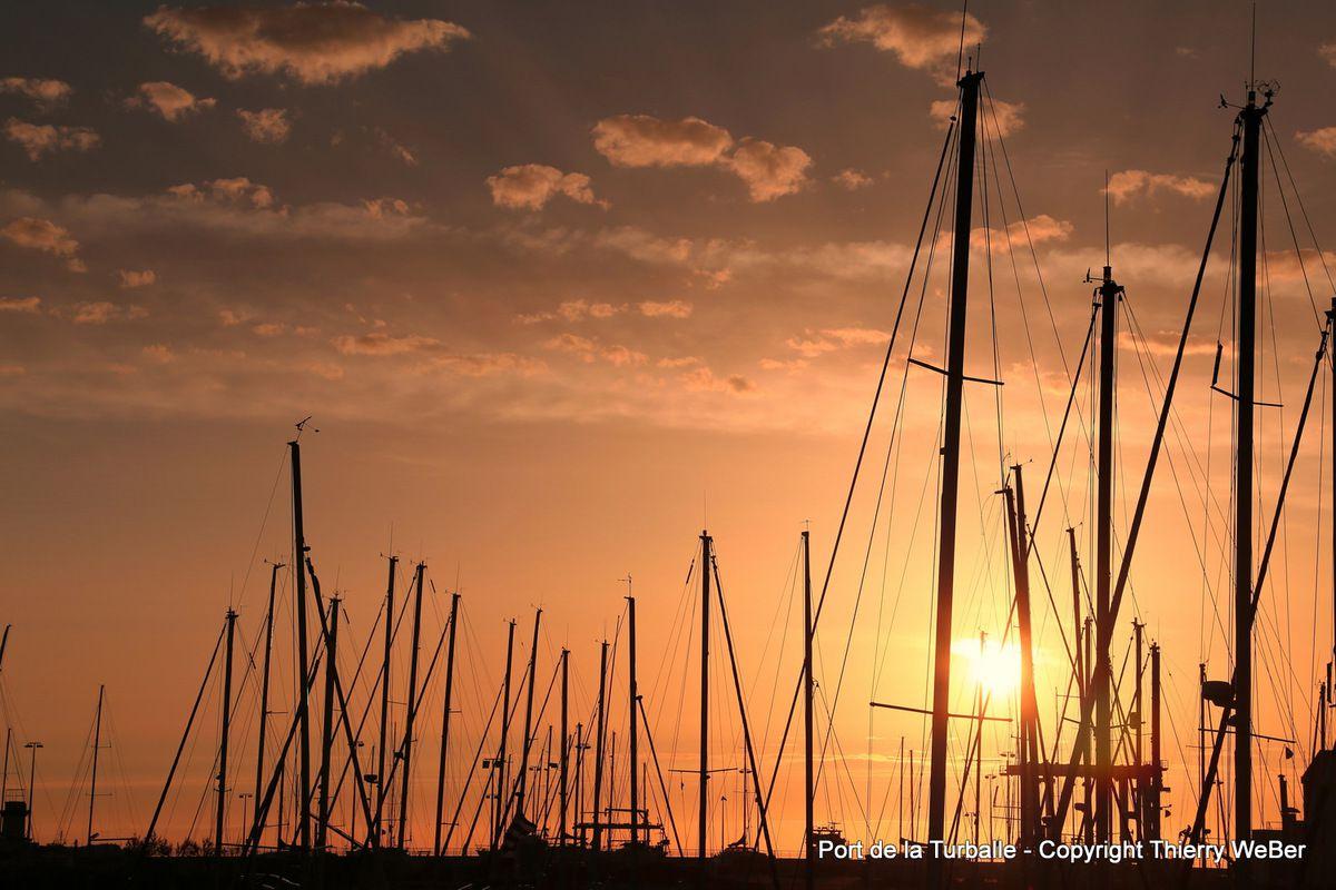 Coucher de soleil sur le port de la Turballe