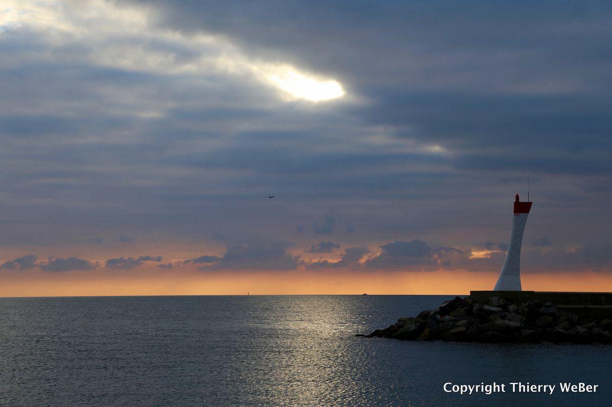 Retour de pêche dans le soleil couchant
