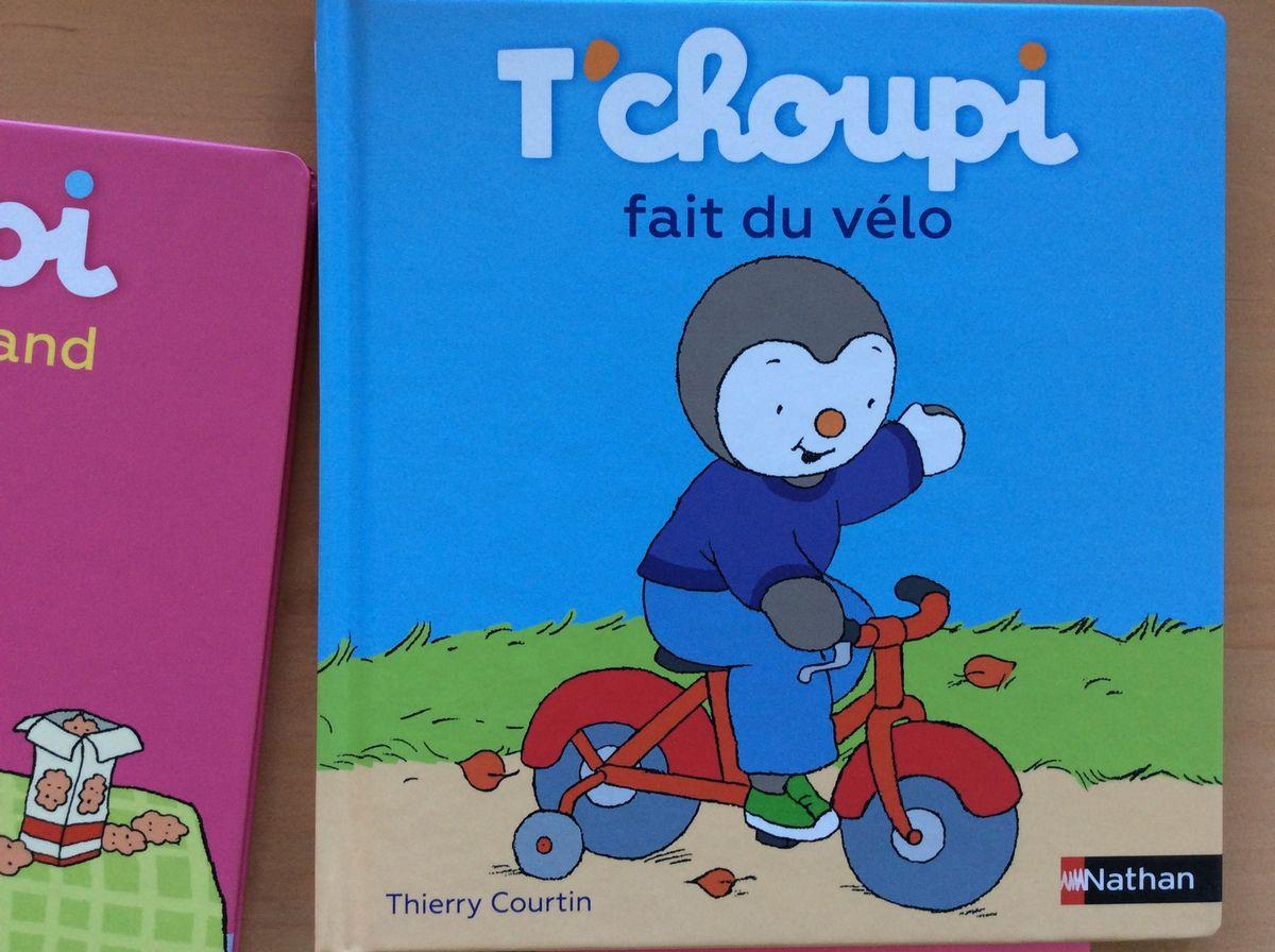 T'choupi fait du vélo. Auteur Thierry Courtin.