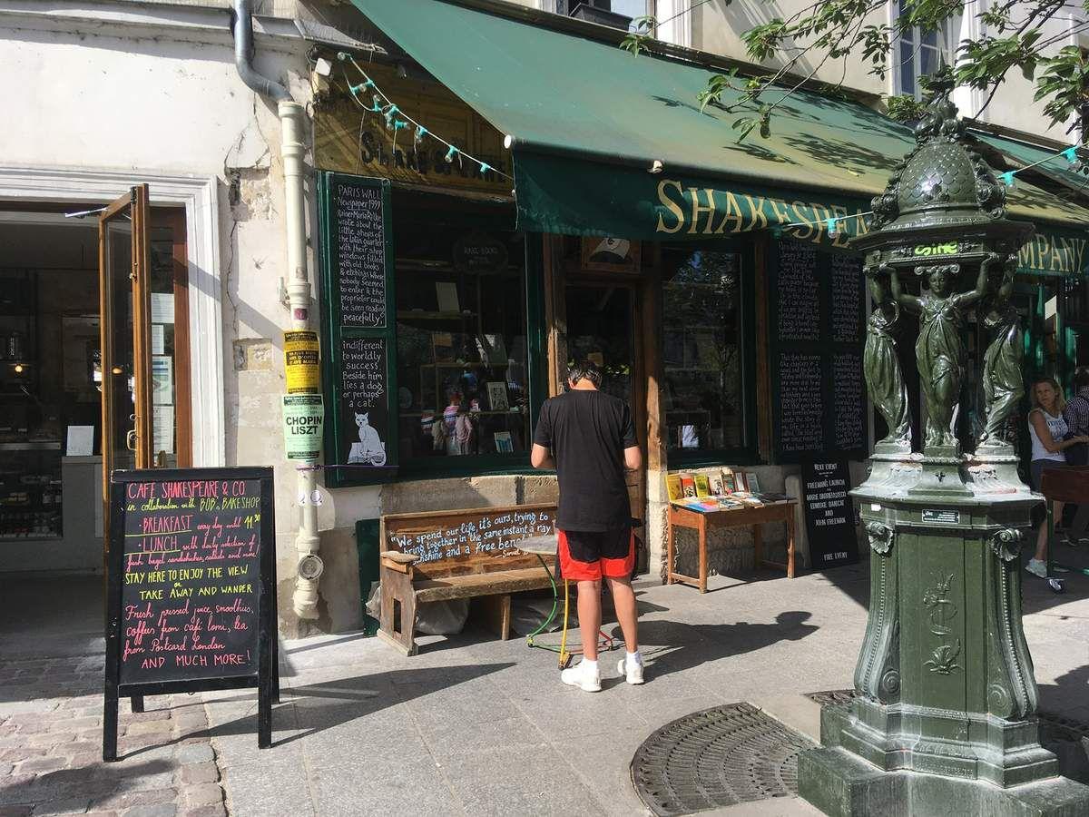 Balade à Paris - Quartier Latin. La librairie Shakespeare and company.