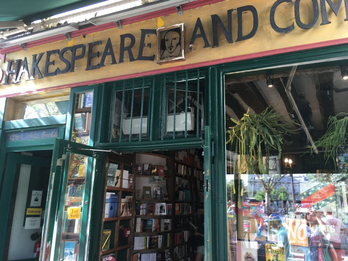 Balade à Paris - Quartier Latin. La librairie Shakespeare and company.